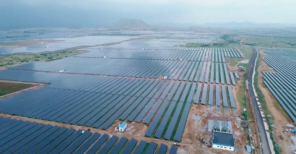 large0st_solar_power_park_in_india_2050_MW