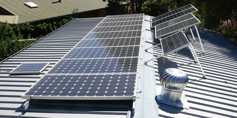 solar-panels-mounting-on-metal-roof